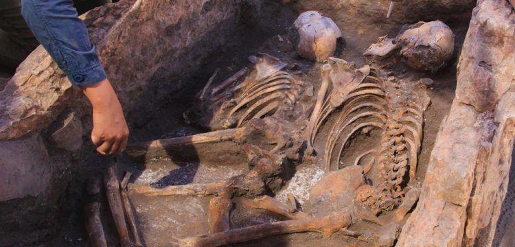 Küllüoba'da içinde 2 iskelet bulunan gizemli 5 bin yıllık mezar keşfedildi