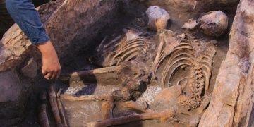 Küllüobada içinde 2 iskelet bulunan gizemli 5 bin yıllık mezar keşfedildi