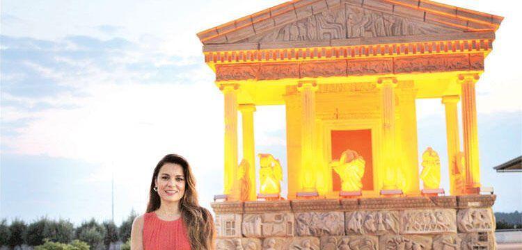 Nereidler Anıtı'nın imitasyonu Antalya Havalimanına güçlükle konulabildi