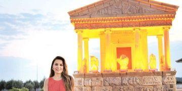 Nereidler Anıtının imitasyonu Antalya Havalimanına güçlükle konulabildi