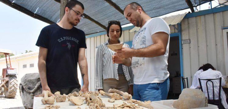 Stratonikeia Antik Kenti'nde kafatası parçalanmış iskelet bulundu