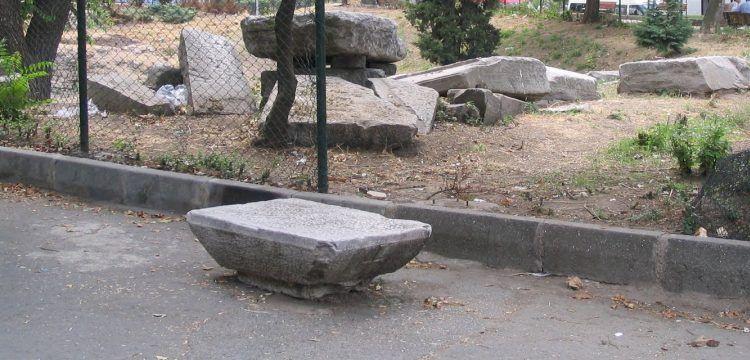 Ekrem İmamoğlu, Arkeoloji Parkı'ndaki plastik oyun gruplarına isyan etti