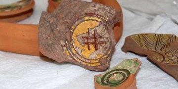 Yalovada Hashtag işareti bulunan Bizans seramiği bulundu