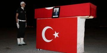 Profesör A. Haluk Dursunun cenazesi Vandan törenle İstanbula gönderildi