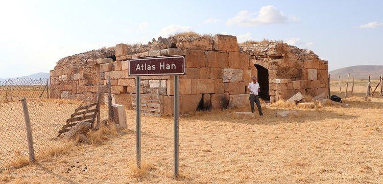 Saman saklayarak yapılan tarihi Atlas Han, restorasyon bekliyor