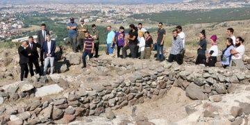Karacahisar Kalesinde arkeoloji kazıları 5 yıl sonra yeniden başladı