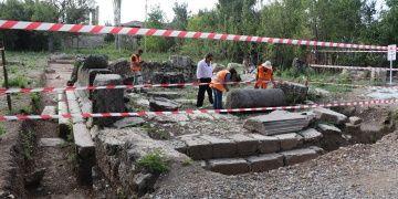 Aizanoi antik kentinde aranan anıt mezar bulundu