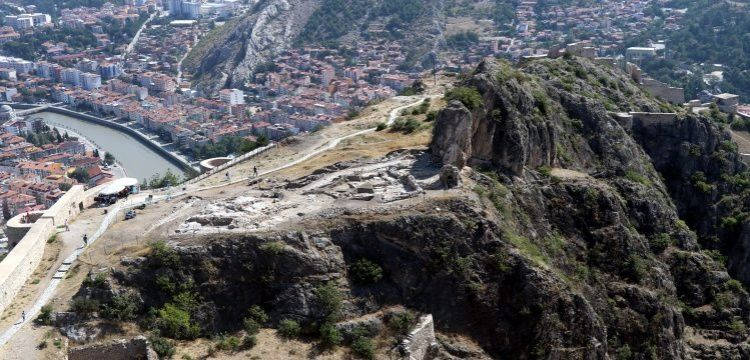 Amasya'da 700 yıllık cami kalıntısı ve sokak bulundu