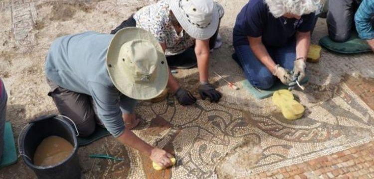 İngiltere'de nadir görülen bir Roma mozaiği bulundu
