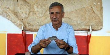 Assos Antik Kentinde 7 bin yıllık granit taş balta bulundu