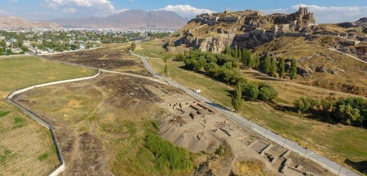 Van Kalesi'ndeki höyükte 5 bin yıllık 2 oda bulundu