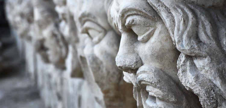 Strakonikeia Antik Kentinde 2200 yıllık 17 mitolojik mask gün yüzüne çıkarıldı