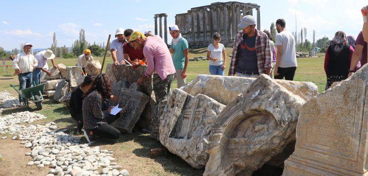 Aizanoi'de yaşayan Romalıların hayatları mezar taşlarından çözülüyor