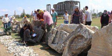 Aizanoide yaşayan Romalıların hayatları mezar taşlarından çözülüyor