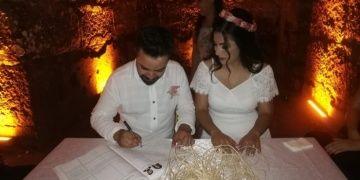 Kazı alanında tanışan arkeolog ve restoratör kazı alanında nikah kıydı