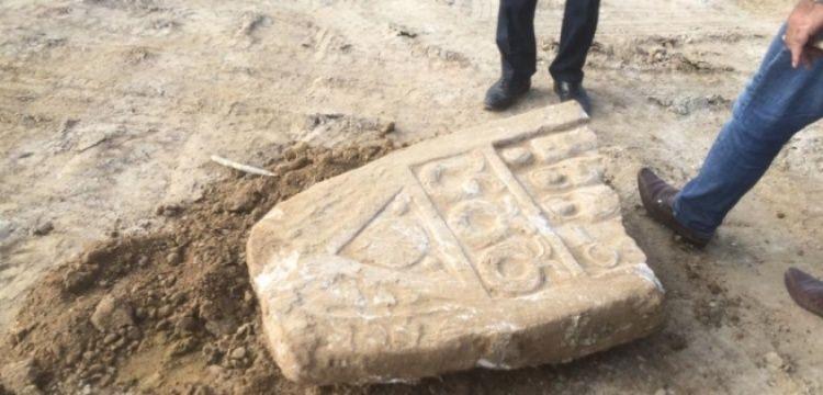 İnegöl'de İmam Hatip yapılacak arazide tarihi stel bulundu