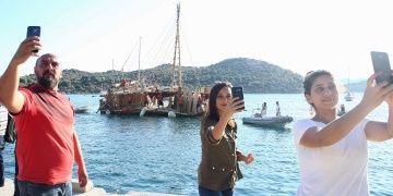 Abora-IV replikası Kaş limanında sevgi gösterileri ile karşılandı