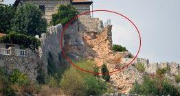 Tarihi Alanya Kalesi surları bu kadar yüke dayanamadı ve çöktü