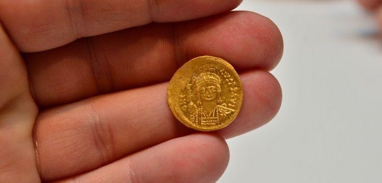 Çanakkale'de Bizans Dönemine ait 68 altın sikke bulundu