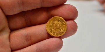 Çanakkalede Bizans Dönemine ait 68 altın sikke bulundu