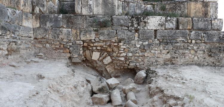 Hiearpolis Antik Kentinde 1800 yıllık deprem önlemi