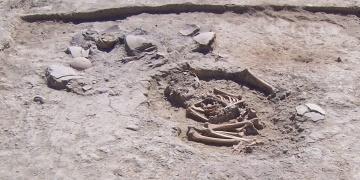Malatyada ev içine gömülmüş 5700 yıllık çocuk iskeleti bulundu