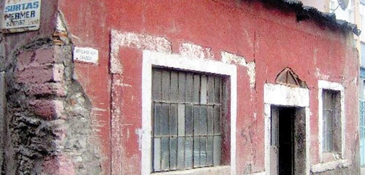 Tarihi Mevlanakapı Karakolu binasını iş makinesiyle yıkmaya kalkıştılar!