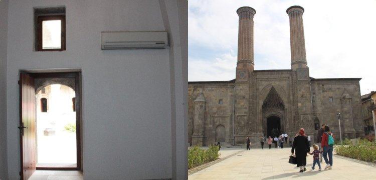 Çifte Minare'ye restorasyon sırasında 30'a yakın klima takılmış