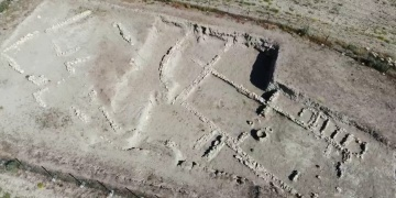 Second monumental gate found in Hacilar Great Mound