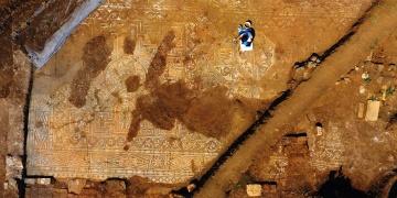 Definecilerden kurtarılan mozaik sayesinde antik yerleşim keşfedildi
