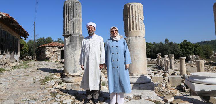 Diyanet İşleri Başkanı Ali Erbaş Stratonikeia Antik Kenti'ni gezdi.