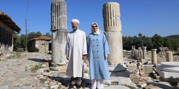 Diyanet İşleri Başkanı Ali Erbaş Stratonikeia Antik Kentini gezdi.