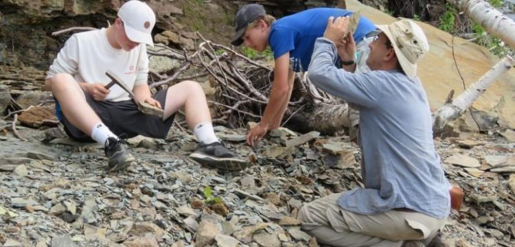 15 yaşındaki Kanadalı 2 çocuk 310 milyon yıllık iz fosiller buldu
