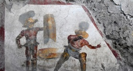 Pompeiide bir meyhane duvarında renkli gladyatör freski keşfedildi