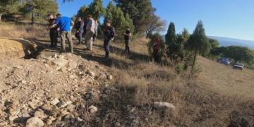 Safranbolu kaymakamı ormanda gezinirken defineci yakaladı