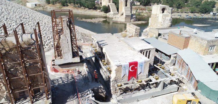 Hasankeyf'te taşınacak son tarihi eser Er-Rızk Camisi olacak