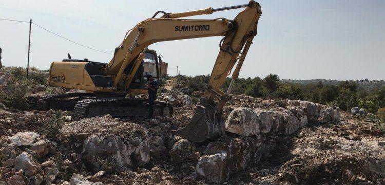 Defineciler iş makinesi ile Kızkalesi yakınındaki sit alanını tahrip etti