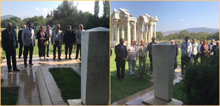 Arkeolog Prof. Dr. Kenan T. Erim, Afrodisias'taki mezarı başında anıldı