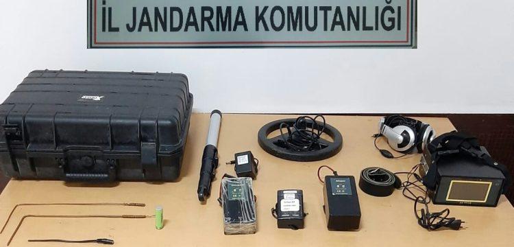 Kağızman'da dedektörle define arayan 4 kişi yakalandı