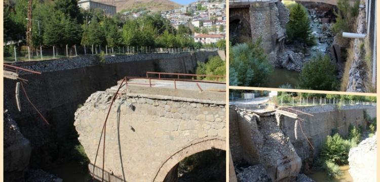 Tarihi Maden Köprüsü yıkıldı
