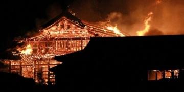 Japonyanın 500 yıllık tarihi mirası Shuri Kalesi yanarak kül oldu