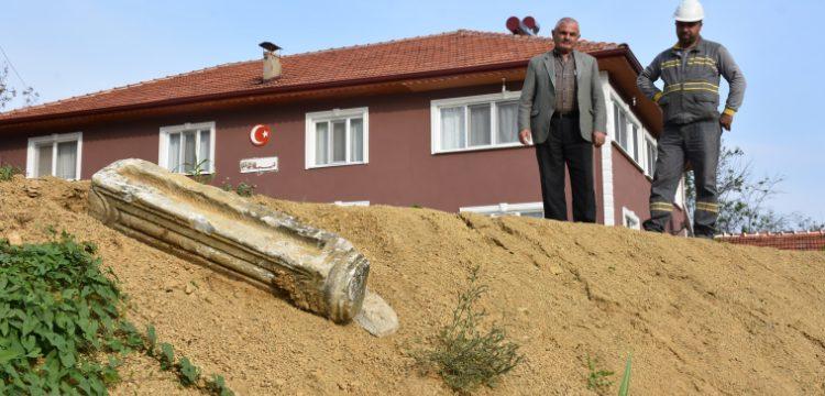 Bartın'da elektrik hattı kazısında Bizans dönemine ait sütun bulundu