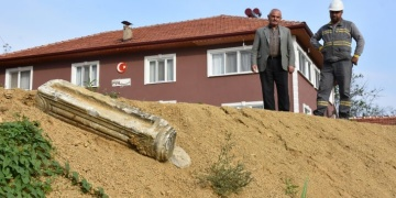 Bartında elektrik hattı kazısında Bizans dönemine ait sütun bulundu
