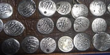 Orduda belediye çöpçüsünde gümüş sikkeli tarihi kemer yakalandı