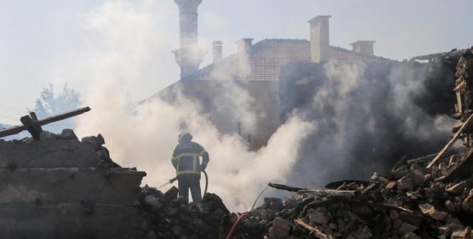 Aksekide tarihi düğmeli ev yandı