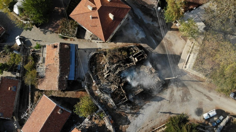 Akseki'de tarihi düğmeli ev yandı