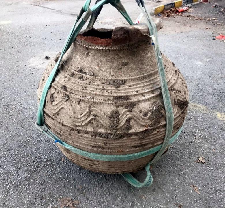 Kırıkkaleli çiftçi tarla sürerken Bizans dönemine ait pitos buldu