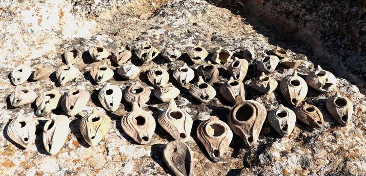 Zerzevan Kalesi'ndeki kazılarda 1500 yıllık 48 kandil bulundu