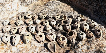 1500 year old total of 48 ancient oil lamps found Zerzevan Castle