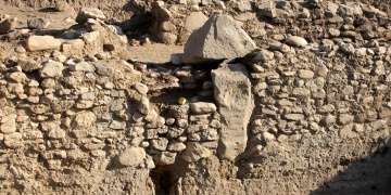 8000-year old a structure with T-shaped monument stone unearthed in Gokcheada